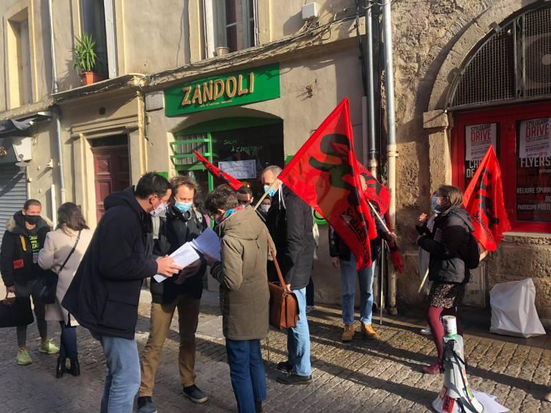 Assitants d'éducation devant l'académie de Montpellier