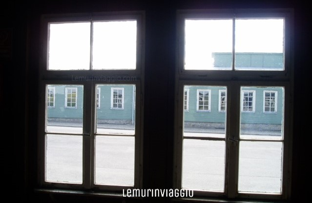 Dall'interno delle camere del campo di concentramento di Mauthausen