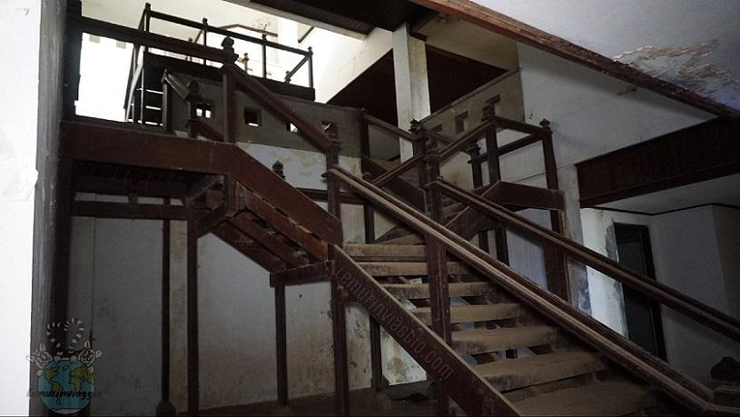 Scalinate all'interno del Ghost Palace di Bali