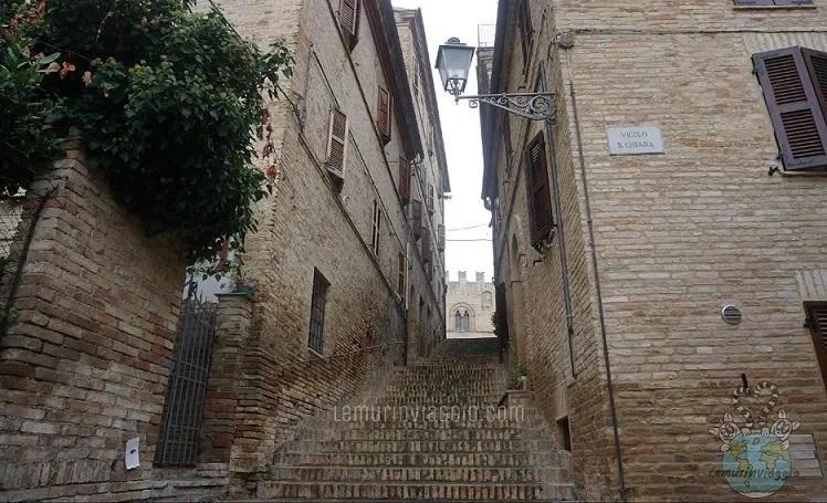 vicoli nel borgo di Montecassiano