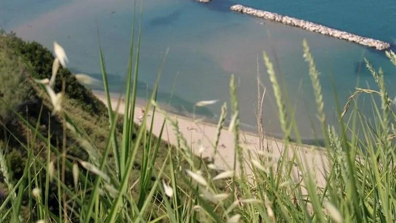 La spiaggia di Fiorenzuola di Focara nel Ducato d'Urbino