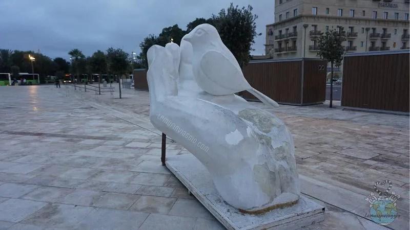 Proverbio maltese Meglio un uccello in mano che cento in aria