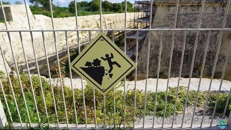 Pericolo di caduta lavori a Manoel Island