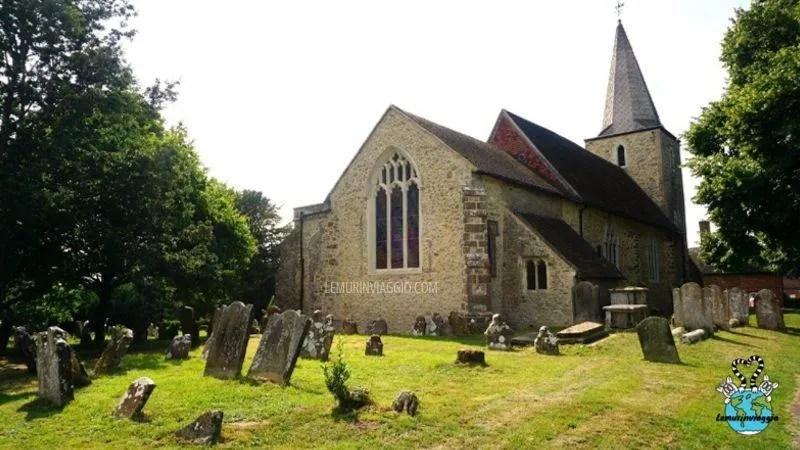 La chiesa di St.Nicholas di Pluckley e la cripta dei Dering sono infestati dal cagnolino del vicario