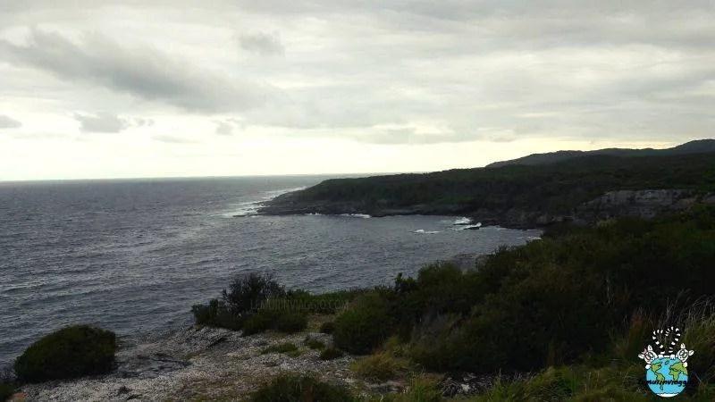 nella costa di Jervis Bay in Australia ci furono diversi naufragi il faro venne così considerato pericoloso