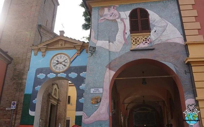 Elfo disegnato sul muro del portico di Dozza