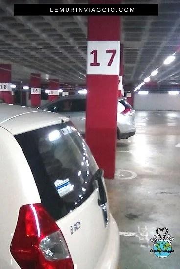 la nostra auto parcheggiata al centro commerciale ovviamente fila 17