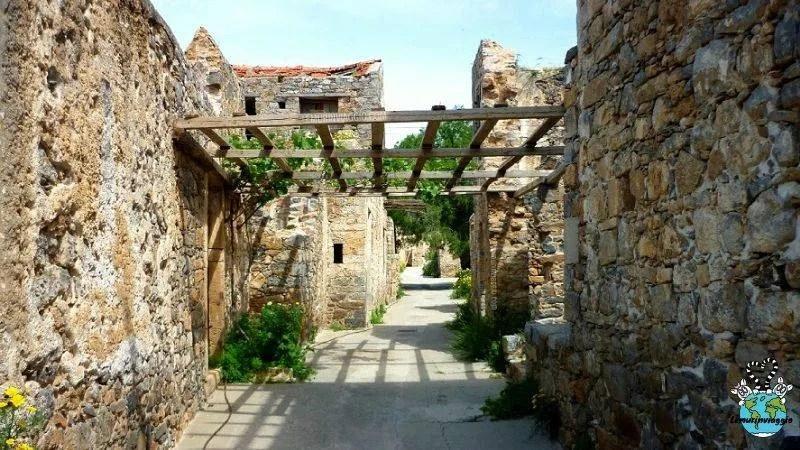 esplorazione del villaggio abbandonato di Spinalonga