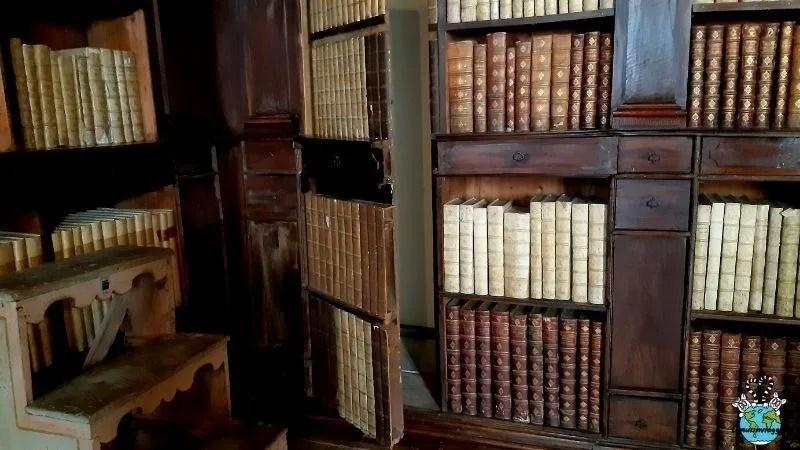 sale antiche della Biblioteca Gambalunga di Rimini