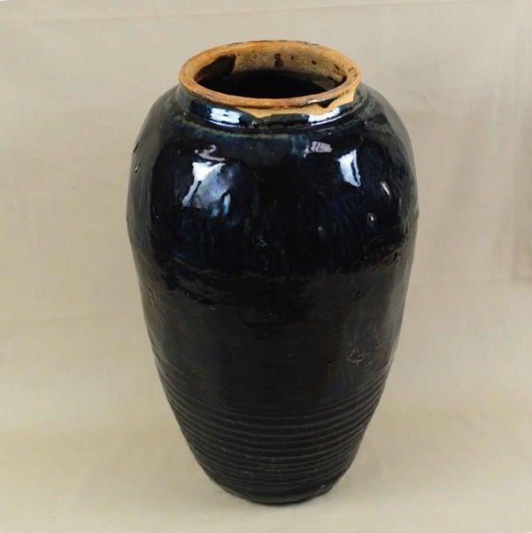 Vaso alto in terracotta invetriata nero - inclinato