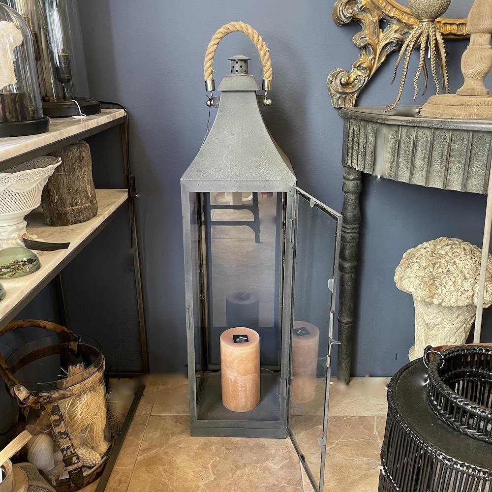 lanterna metallo grigio