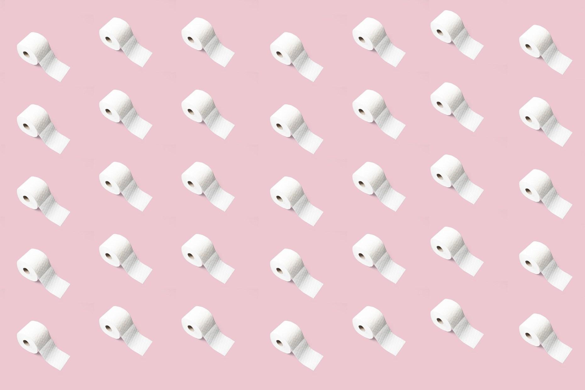 Toilettenpapierrollen als Muster auf einem rosafarbenen Hintergrund