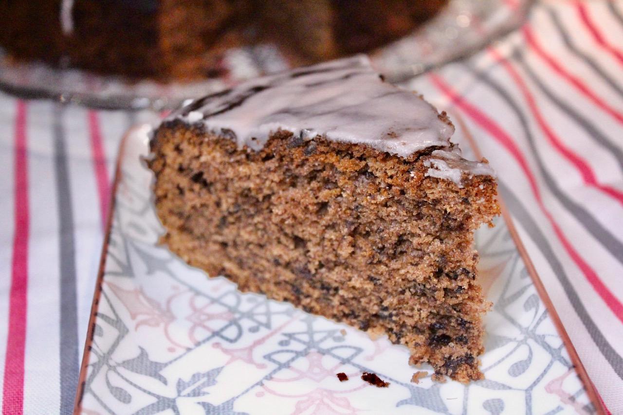 Rotweinkuchen mit Puderzucker-Guss