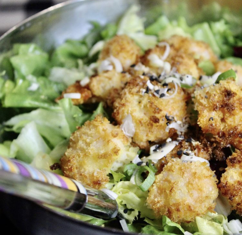 Salat mit knusprigen Shrimps