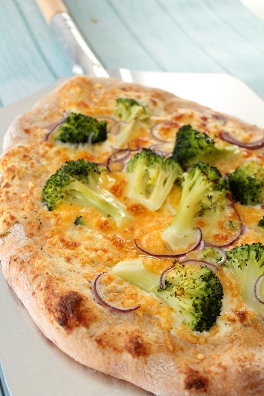 Pizze weiß Brokkoli