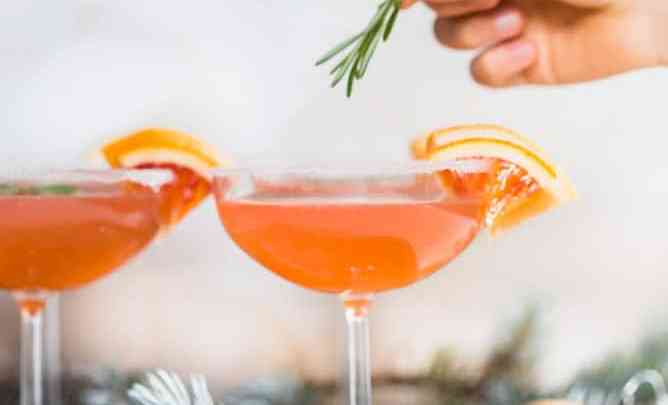 These Citrus Rosemary Spritz are perfect for brunch or a holiday party. Prosecco, citrus and rosemary simple syrup combined in this bubbly cocktail. #cocktail #citruscocktail #holiday #drink #appetizer