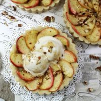 FRENCH MINI APPLE TARTS