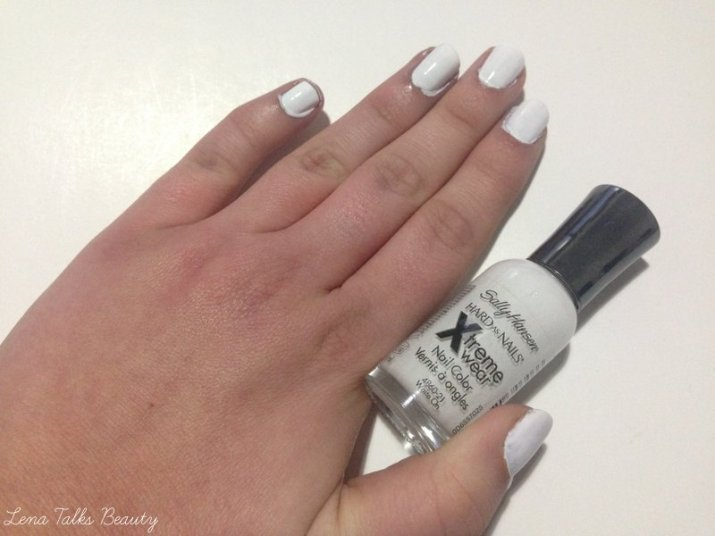 Sally Hansen White on polish