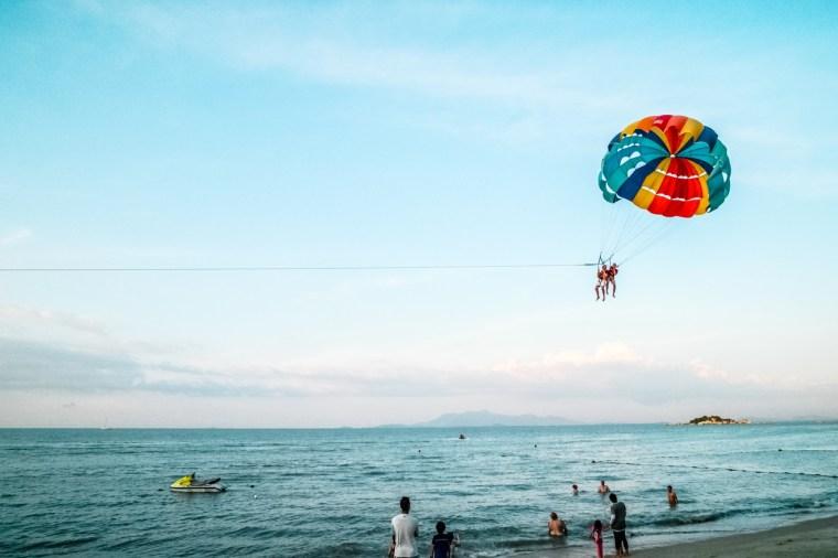 holiday-beach-parachute