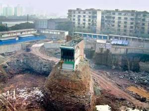 Ngôi nhà đinh nổi tiếng ở Trùng Khánh, nằm chỏng cheo giữa công trình giải phóng mặt bằng để xây thương xá