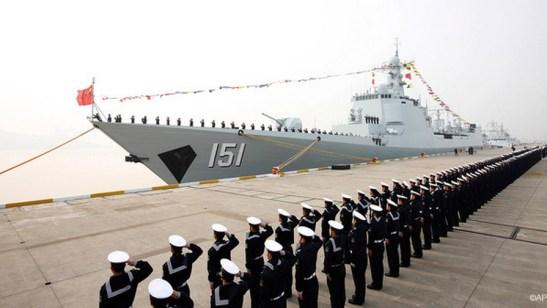 Trung Quốc hạ thủy một tàu khu trục tên lửa ở Chiết Giang hồi năm ngoái (AP)