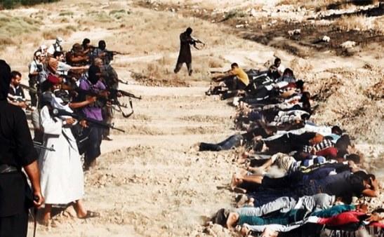 Hình đăng trên một trang mạng phiến quân hôm thứ Bảy 14/6/2014, dường như chụp cảnh phiến quân ISIS xử tử hàng chục binh sĩ thuộc lực lượng an ninh Iraq bị bắt tại một địa điểm không rõ ở tỉnh Salaheddin.