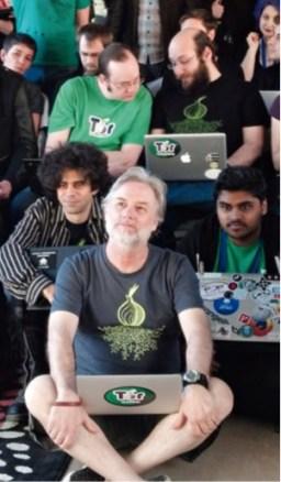 Những người sáng tạo Tor: Syverson, (giữa, hàng cuối), Dingledine và Mathewson (trên cùng, từ bên trái). (Ảnh: Brennan Novak)