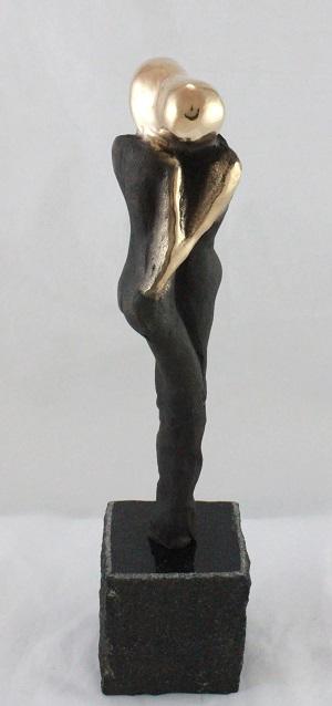 bronzeskulptur_lene_purkaer_stefansen_bronzefigur_kunst_skulpturer_af_kaerlighed_giver_vi_omsorg