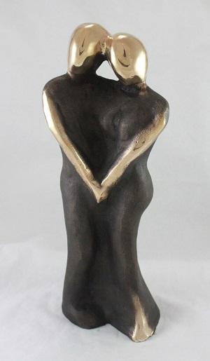 en_bronzeskulptur_lene_purkaer_stefansen_bronzefigur_kunst_skulpturer_Vores_kaerlighed_varer_evigt