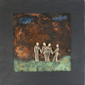 bronzebillede_kunst_bronzeskulptur_lene_purkaer_stefansen_varemaerkebeskyttet_venner_tager_haand_om_hinanden