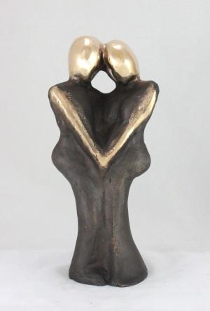 en_bronzeskulptur_lene_purkaer_stefansen_bronzefigur_kunst_skulpturer_Laeg_din_kind_mod_min