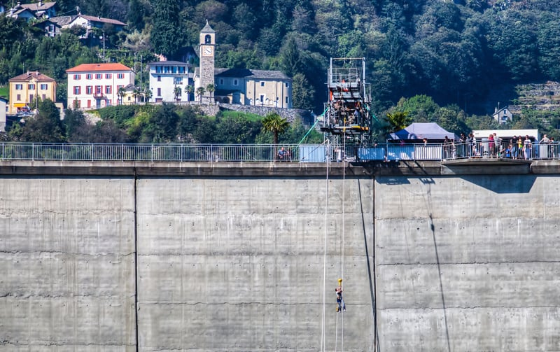 Bungee jumping off the Locarno dam © Akulamatiau | Dreamstime.com