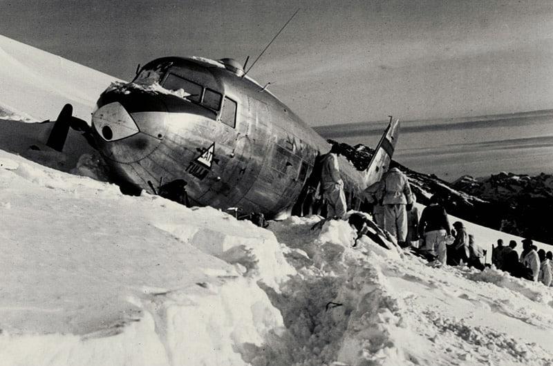 Source: Rega – stranded American DC-3 Dakota aircraft on the Gauli Glacier 1946