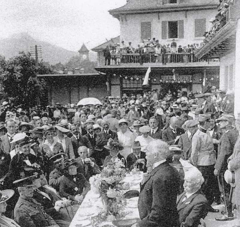 Evelyn Grant Duff addressing British prisoners in Chateau d'Oex, Switzerland