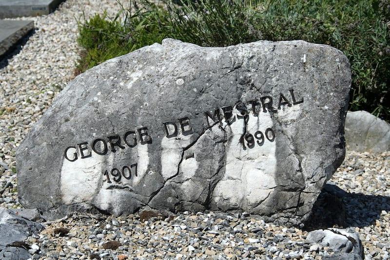 De Mestral's grave stone Source: wikipedia user: DaPi
