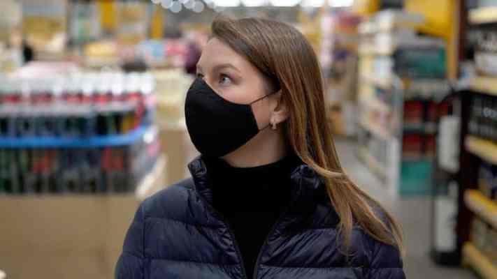 Coronavirus: Swiss cantons of Fribourg and Valais make masks compulsory in shops