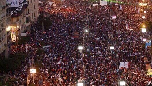 La manifestazione organizzata dal movimento popolare Tmarod per chiedere le dimissioni del presidente Morsi diventa una rivolta, 17 milioni in piazza.