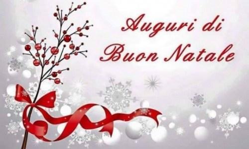 Buon Natale, Merry Christmas, con la speranza di pace e benessere per tutti.