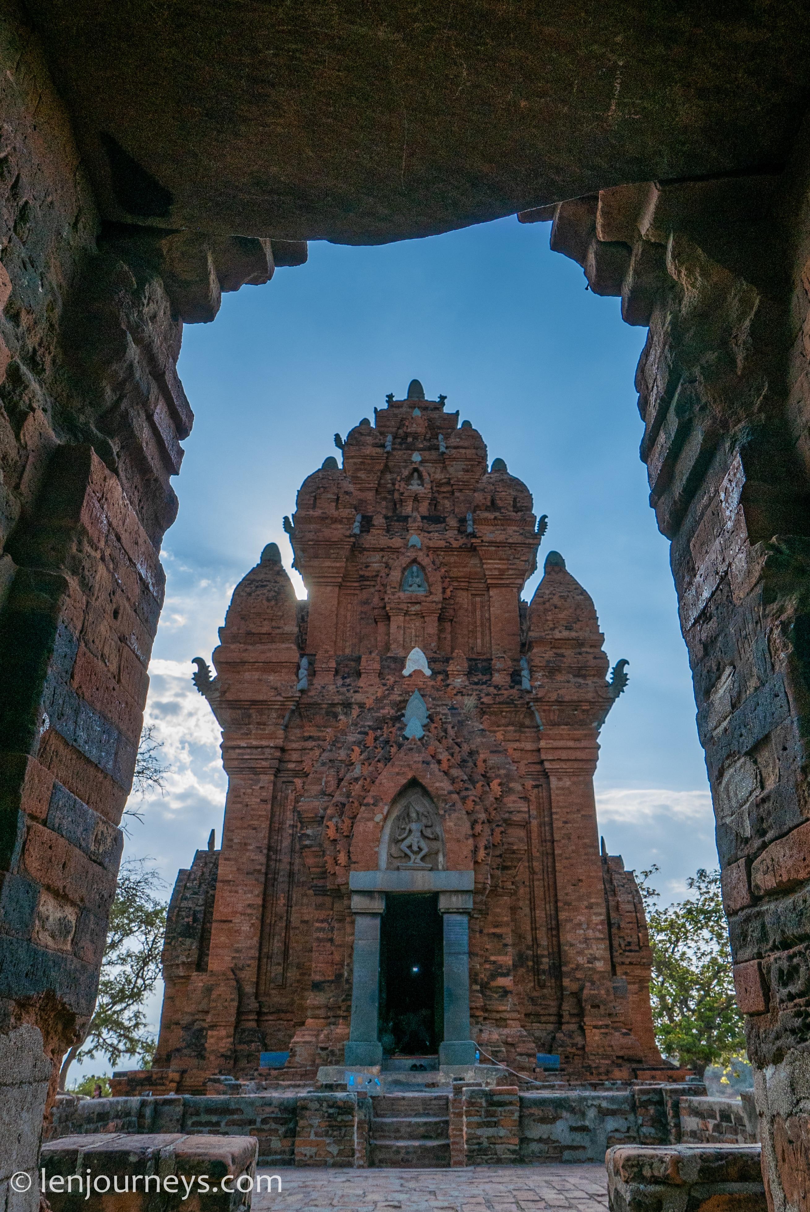 Po Klong Garai central tower