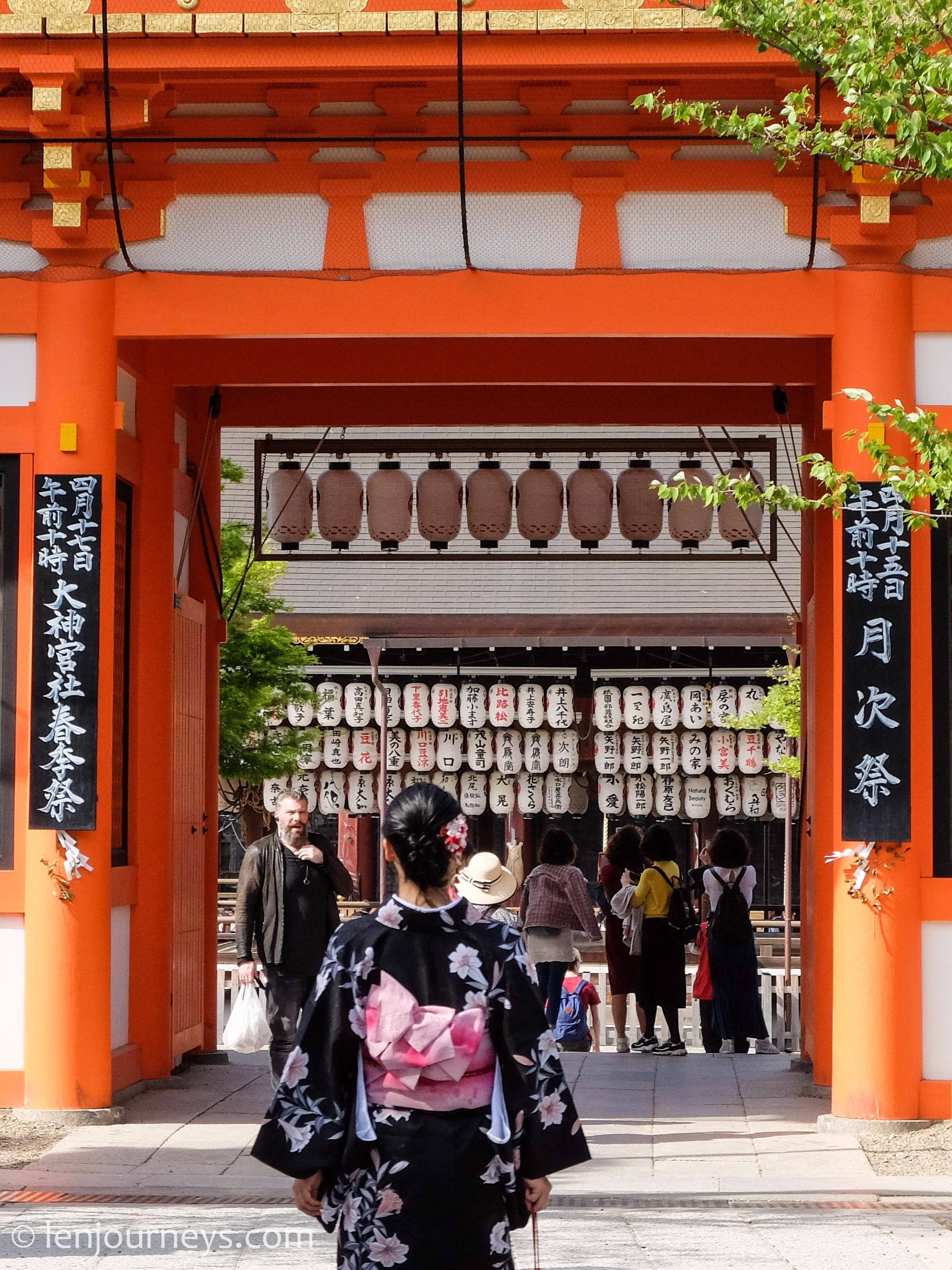 Woman in kimono heading to Yasaka Shrine