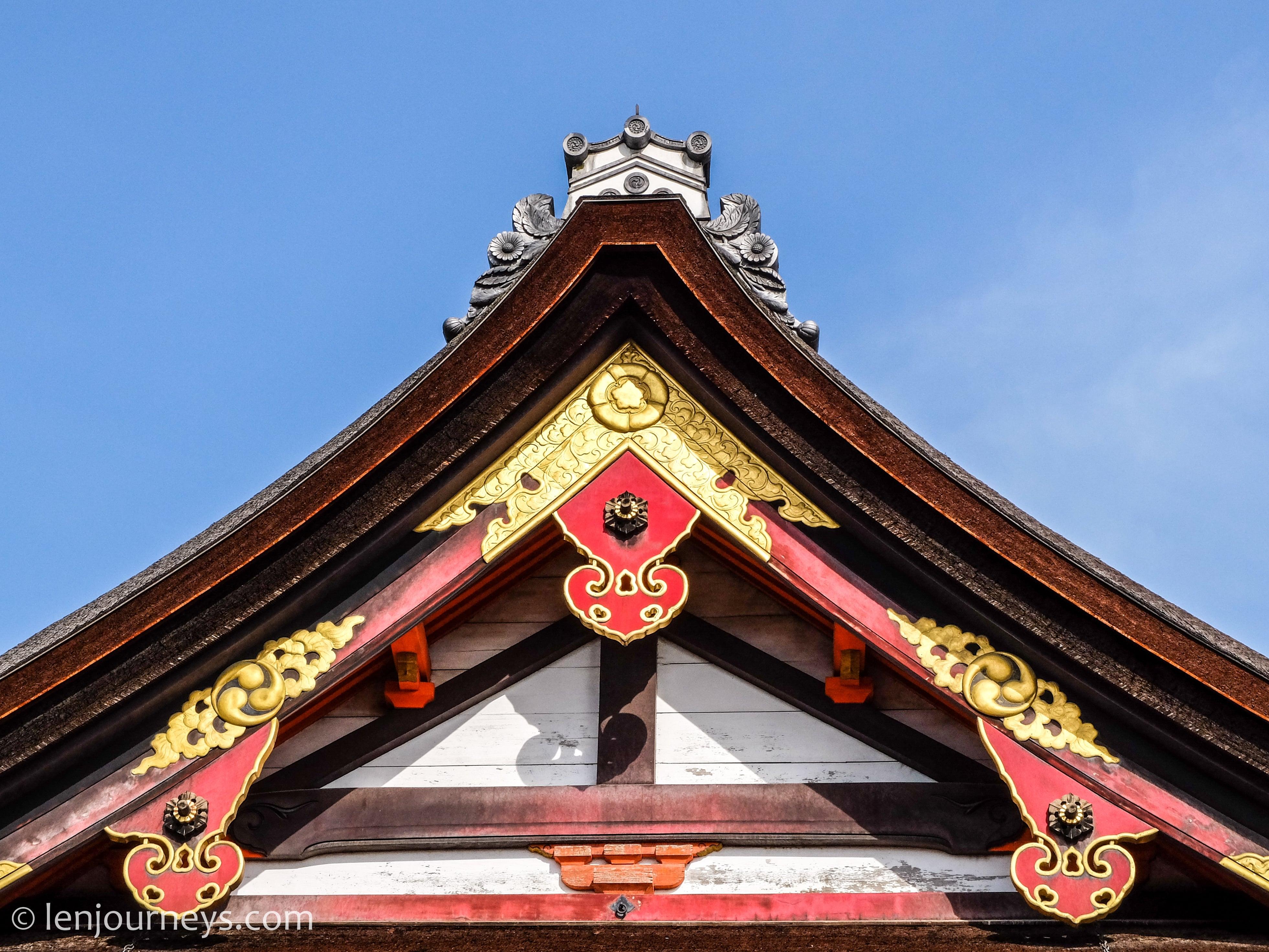 The roof of the main hall, Yasaka Shrine