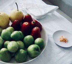 ovocie podávané so soľou a čili, Vietanm