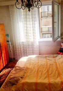 spalna, postel, okno, skrina