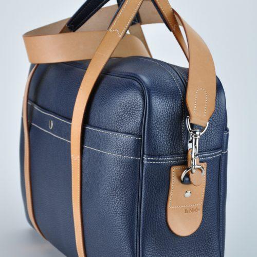 Bagage, sac week-end en vachette grainée. Bandoulière en vachette. Fabrication française par artisan maroquinier du luxe.