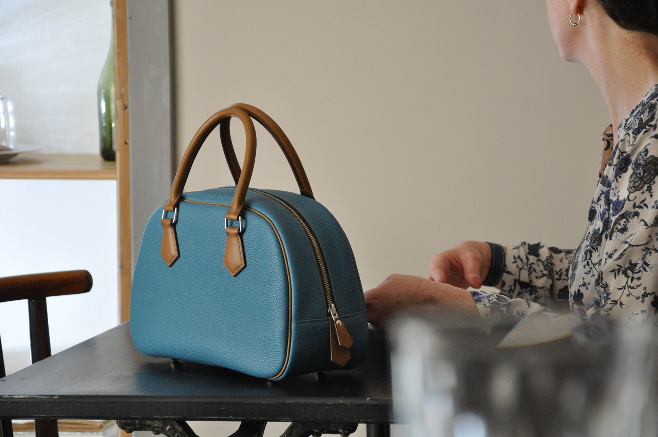 French luxury leather goods maker. Bags for woman and man, luggages, small leather goods. Made in France by LE NOËN