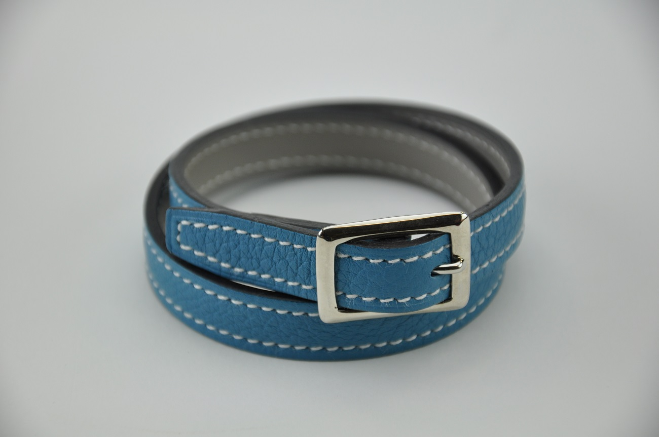 Bracelet blue in leather taurillon and grey calf. 2 loops for woman and man. Made in France