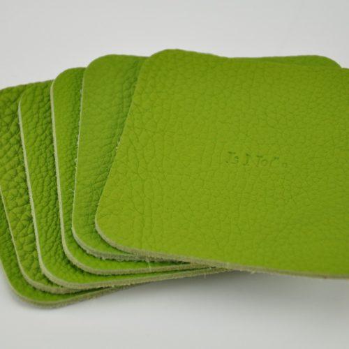 Dessous de verre en cuir vert anis. Couleur joyeuse pour égayer une table.