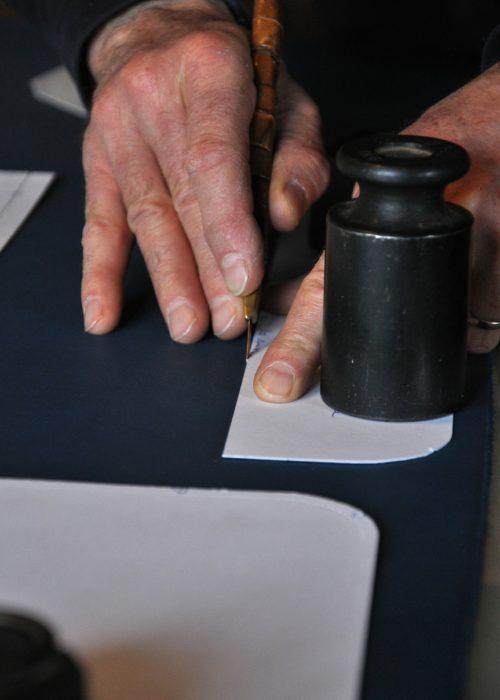 Création de maroquinerie fait main en France.