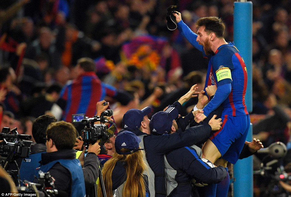 3E15B4EA00000578-4295170-Lionel_Messi_celebrates_with_the_home_fans_after_Barca_pulled_of-a-33_1489023487961-2