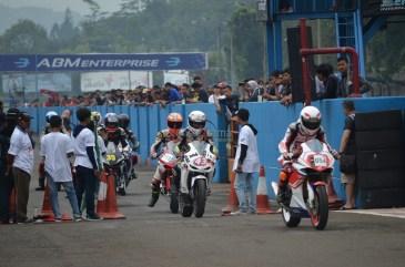 Wahana Makmur Sejati dukung minat balap anggota komunitas Honda CBR pada ajang Indonesia CBR Race Day, yang berlangsung di Sentul pada Minggu, 22 April. (24)